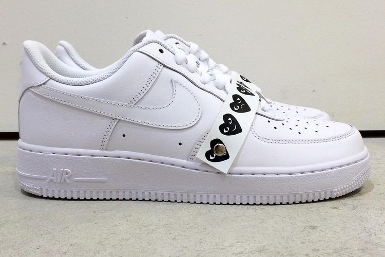 "COMME des GARÇONS PLAY ""官方客制"" Nike Air Force 1 发售"