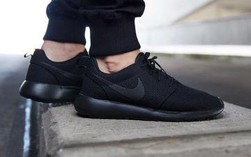黑鞋搭配什么衣服