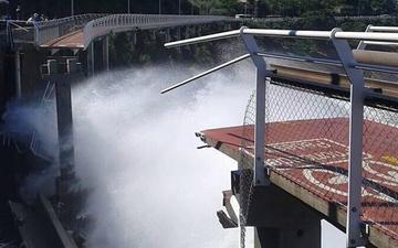 里约热内卢自行车道垮塌 ,至少两人丧生!