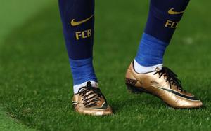 毒蜂是一个什么样的足球鞋
