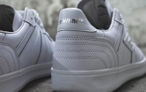 OFF-WHITE x Umbro 联名足球教练鞋曝光