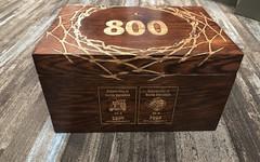 向北卡传奇致敬,Roy Williams 获赠800胜纪念奢华礼盒