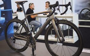 全球限量77台的阿斯顿·马丁自行车