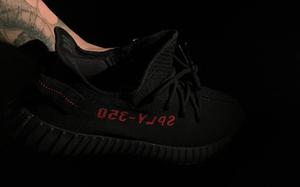 余文乐晒照!adidas Yeezy BOOST 350 V2黑红配色