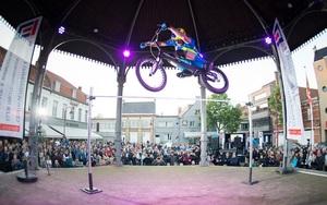 跳出新高度!荷兰攀爬车手打破吉尼斯世界纪录!