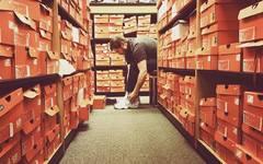 【Tirion球鞋杂谈】Nike抄袭YEEZY 700?这款始祖老爷鞋侃爷你了解一下?