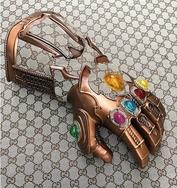 戴上就无敌!Gucci 出了一款 Infinity Gauntlet 无限手套?