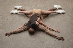 "YEEZY 艺术 |  Yeezy 350 V2""Triple White""打造全新 Lookbook"