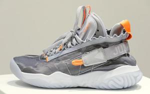 同样 2019 年发售!这款 Jordan Proto-React 外型更加时尚前卫!