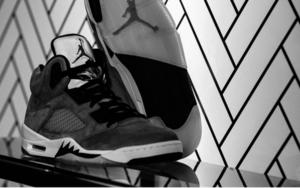明年 Air Jordan 5 将再次释出两款 Trophy Room 联名配色!