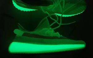 """这双鞋子它会发光!Yeezy 350 V2 """"Glow in the Dark"""" 更多实物图曝光"""