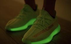 """上脚有点帅!这款 adidas Yeezy 350 V2 """"Glow"""" 爱了爱了"""