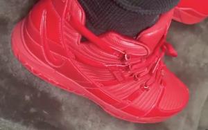 这个配色有点抢眼哦,詹姆斯晒出全红装扮 Nike LeBron 3 !