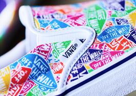 """更吸睛的 logo 演繹!這雙 Vans Slip-On""""Multi Logo"""" 有點好看"""