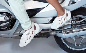 """不一样的 """"洞洞鞋""""?这款 Yeezy Foam Runner 你打几分?"""
