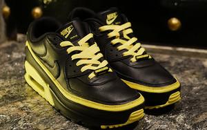黑黄配色实物曝光!Undefeated x Nike Air Max 90 选择多多