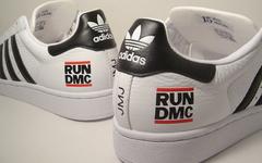 携手传奇嘻哈乐队 Run DMC ! adidas 推出 Superstar 联名系列