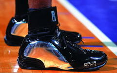 球鞋传奇31:赤脚国王——克里斯-韦伯-荒诞球鞋史
