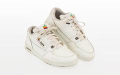 以近 1 万美元成交!这款苹果运动鞋你可能没见过!