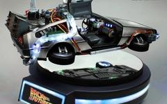 《回到未来2》经典再亮相,真·磁悬浮时光车