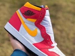 "Air Jordan 1 ""light Fusion Red""  最新实物近照释出!今年 6 月市售!"