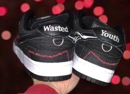 玫瑰刺绣有点特别!Wasted Youth x Nike SB Dunk Low 实物细节照曝光!