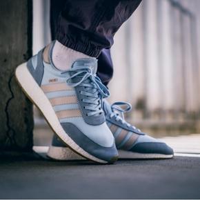 Adidas Iniki boost 浅蓝色 BA2099