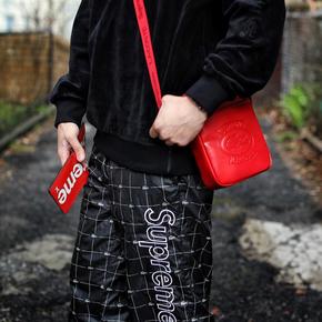 Supreme x Lacoste 单肩包