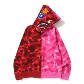 BAPE 红粉迷彩拼接鲨鱼卫衣
