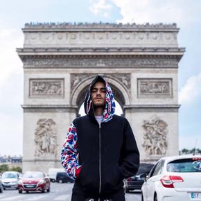 BAPE 法国巴黎限定鲨鱼卫衣