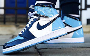 球鞋開箱60秒——AJ1 北卡藍漆皮
