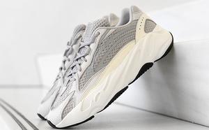 球鞋開箱60秒——YEEZY灰白