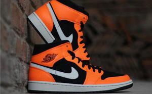 球鞋开箱60秒——AJ1 Mid 黑橙小扣碎