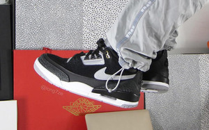 "手稿再现黑水泥配色!全新的 Air Jordan 3 Tinker""Black Cement"" 即将登场"